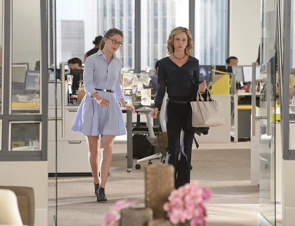 """How Does She Do It?"" -- Kara's two identities are stretched thin when Supergirl must protect National City from a series of bombings and Kara is tasked with babysitting Cat's son, Carter, on SUPERGIRL, Monday, Nov. 16 (8:00-9:00 PM, ET/PT) on the CBS Television Network. Pictured left to right: Melissa Benoist and Calista Flockhart Photo: Darren Michaels/Warner Bros. Entertainment Inc. © 2015 WBEI. All rights reserved."